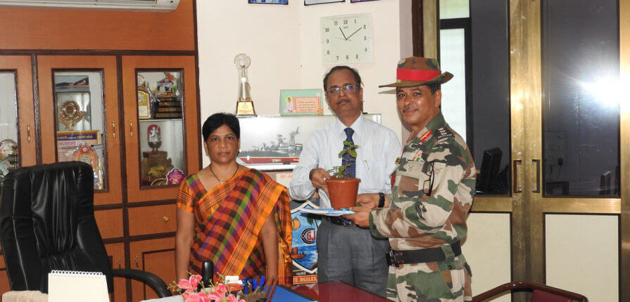 colonel-saikia-visited-gogete-joglekar-college